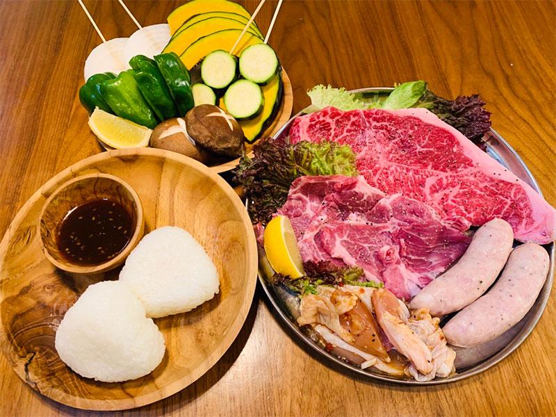 軽井沢 貸別荘 ペンチュグループの手軽にBBQ食材デリバリーサービス、地元の美味しい肉。お野菜などをカットしてお届け